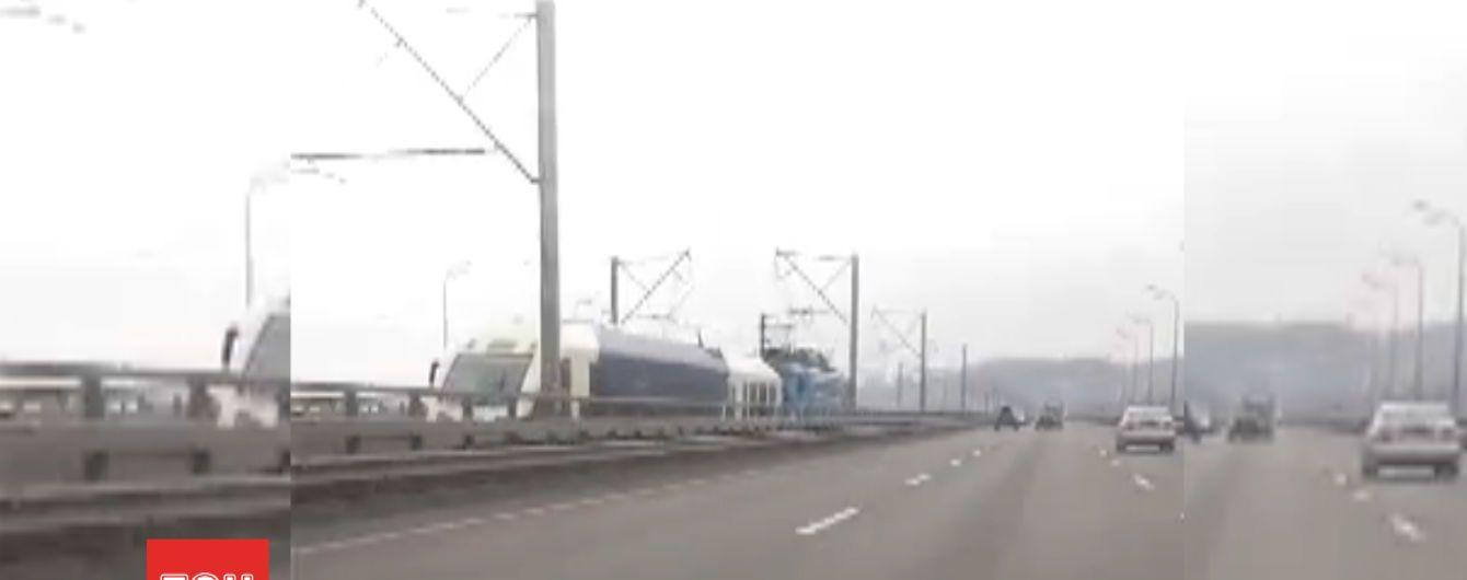 На буксире: экспресс Киев-Борисполь ездит с локомотивом