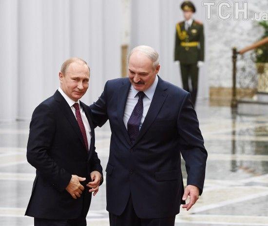 Лукашенко без заяв для преси поїхав із зустрічі з Путіним. У Кремлі розповіли про результати перемовин