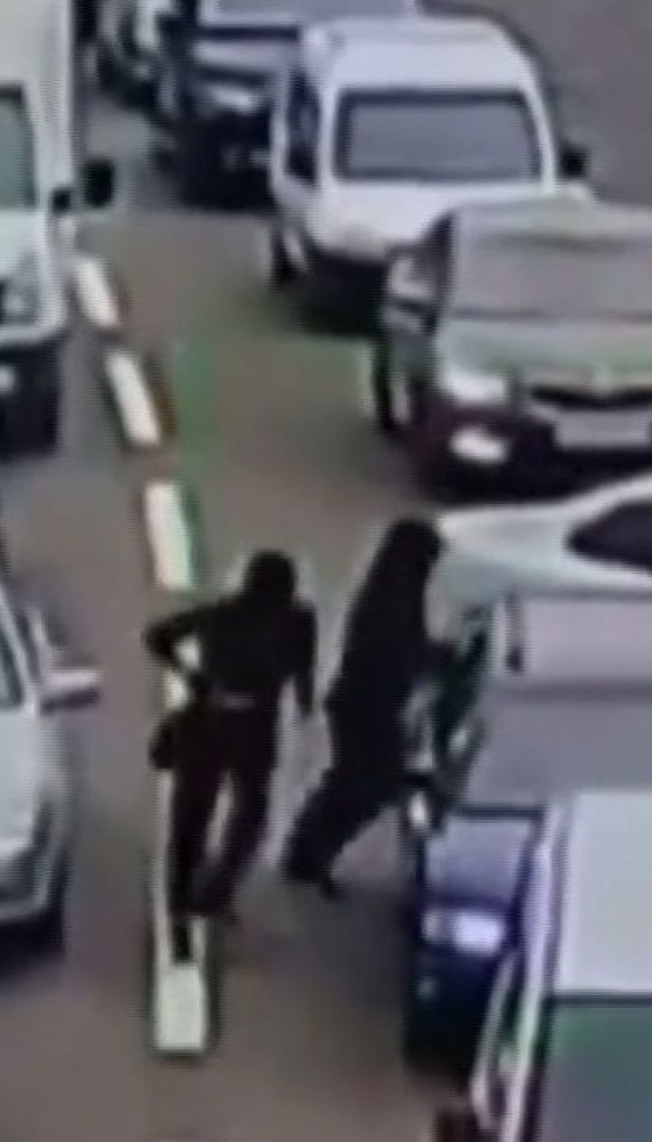 У Києві під час затору невідомі пограбували одного з водіїв