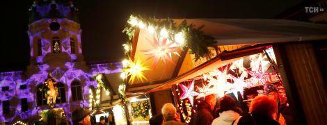 Тысячи гирлянд, тонны мяса и реки глинтвейна: в Берлине открылись рождественские ярмарки