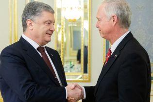 Порошенко обговорив російську агресію у Керченській протоці із американським сенатором