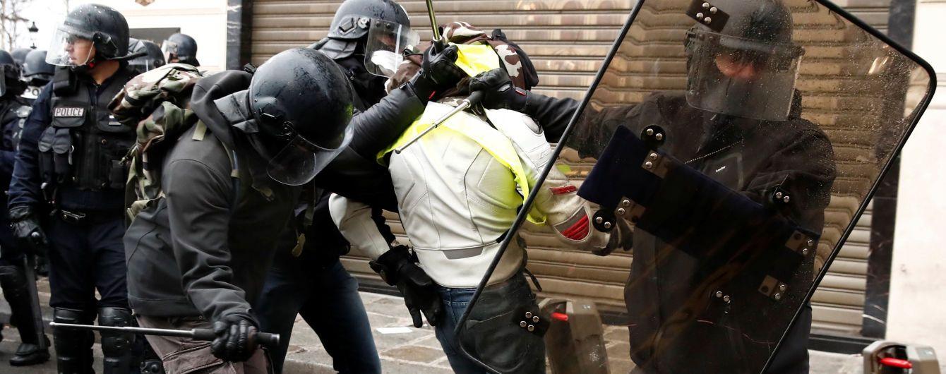"""Протести """"жовтих жилетів"""". Під час акцій у Парижі вже затримали майже 500 людей"""