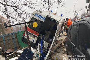 ДТП на проклятом перекрестке в Житомире: четырех людей из джипа и скорой спасают в реанимациях