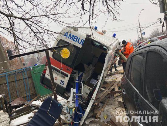 ДТП на проклятому перехресті в Житомирі: чотирьох людей із джипу та швидкої рятують у реанімаціях