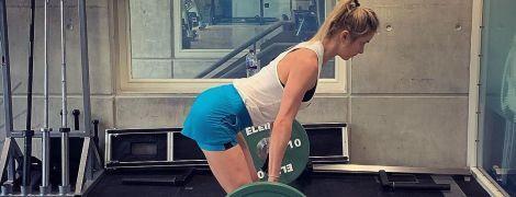 """Із банкою """"Нутелли"""": Світоліна показала, як зміцнити м'язи кора та натренувати усе тіло"""