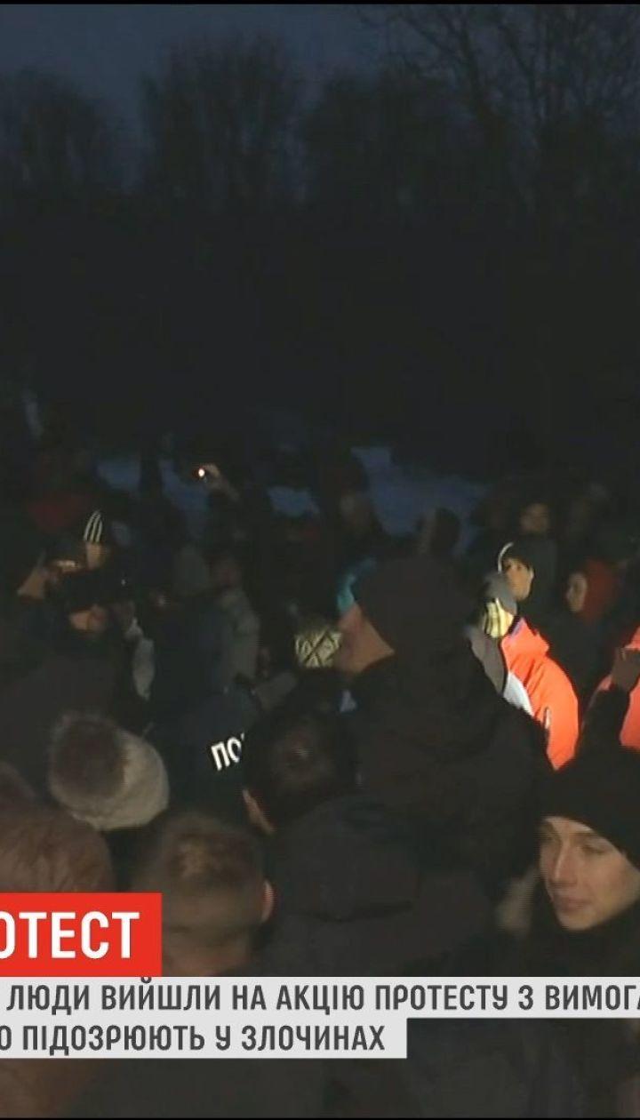 В Черкасской области сотни жителей осадили полицию
