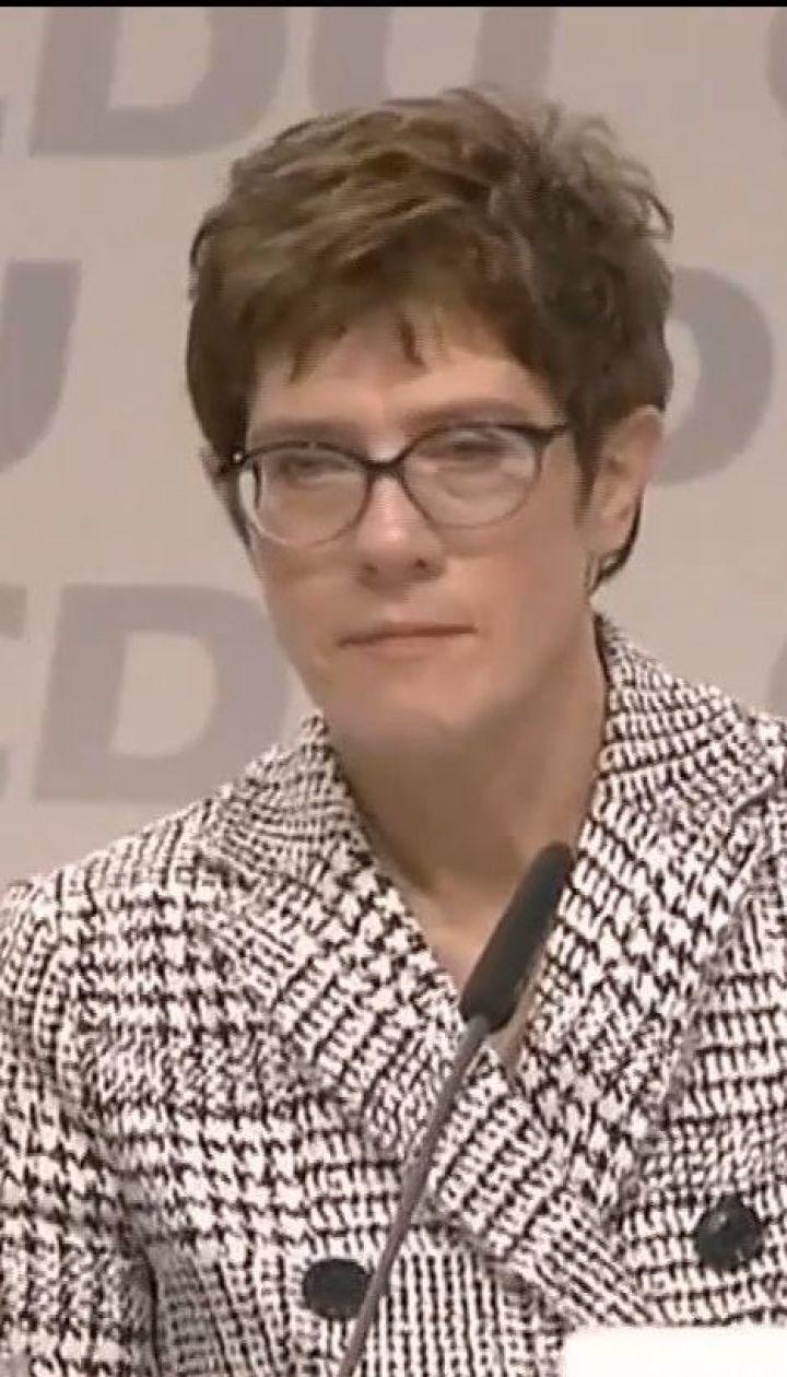 Наступниця Ангели Меркель підтвердила, що згодом хоче стати канцлеркою країни