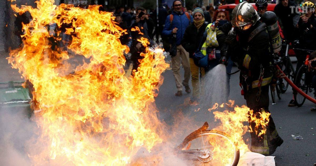 """Украинцы не пострадали во время массовых беспорядков """"желтых жилетов"""" во Франции - МИД"""