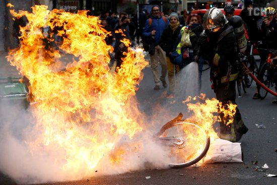 """Українці не постраждали під час масових заворушень """"жовтих жилетів"""" у Франції - МЗС"""