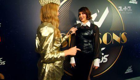 Новомодна співачка MARUV роздягнулася під час інтерв'ю з Катериною Осадчою