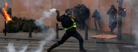 Хвиля арештів: поліція затримала вже понад півтори тисячі протестувальників у всій Франції
