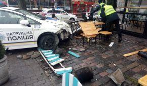 За вихідні патрульна поліція Києві розтрощила п'ять службових машин