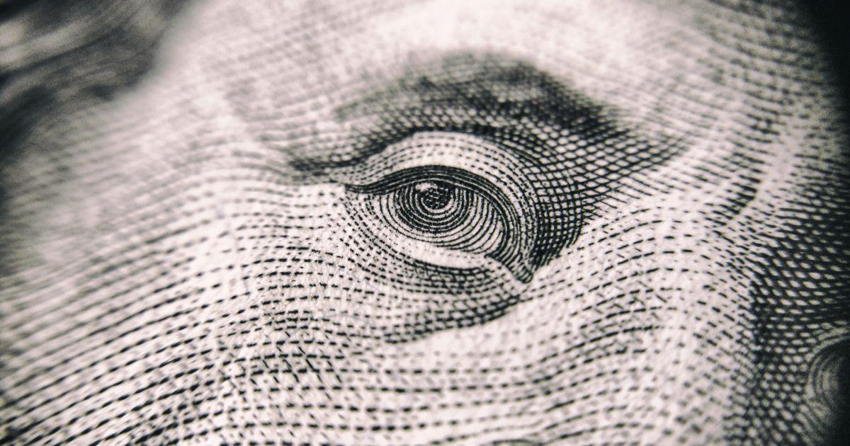Гривна крепнет: почему это рискованно для экономики и какой курс валют прогнозируют эксперты к концу года