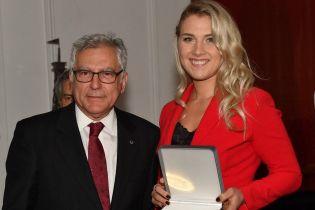 Украинка Харлан получила награду за победу на Кубке мира по фехтованию