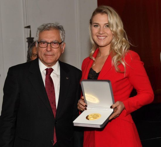 Українка Харлан отримала нагороду за перемогу на Кубку світу з фехтування