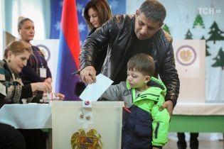 Перші підсумки виборів у Вірменії: лідирує блок Пашиняна, колишня партія влади не потрапляє до парламенту