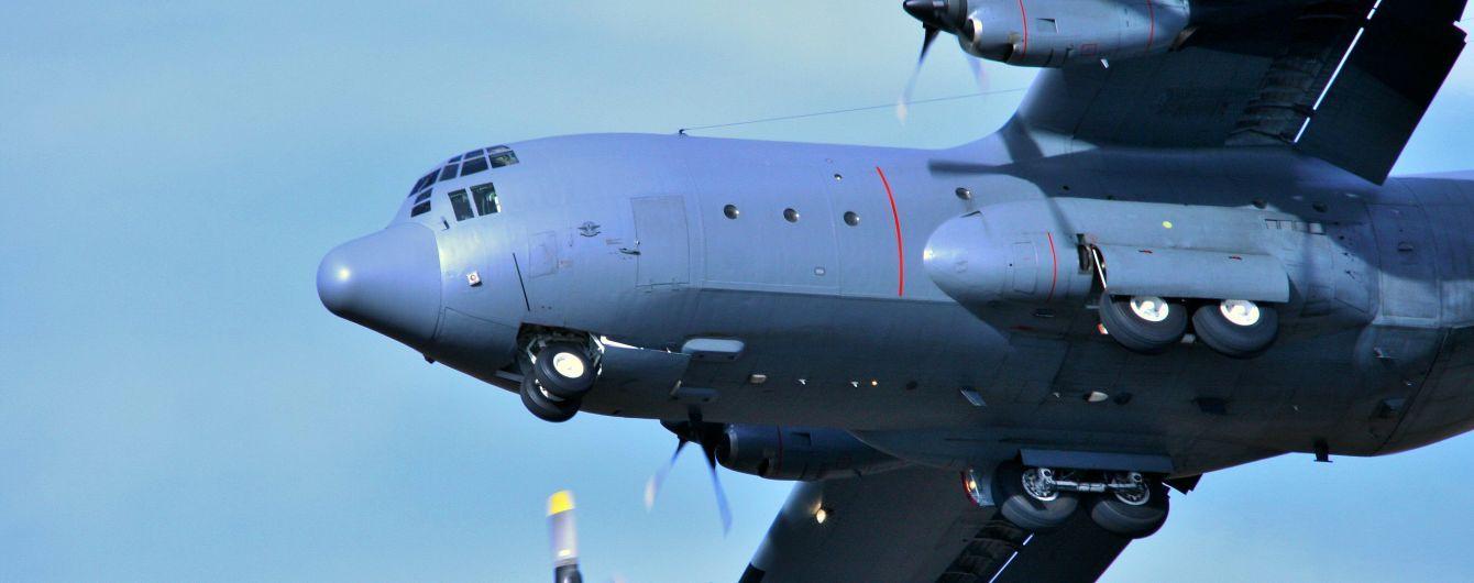 Грузовой транспортный самолет совершил вынужденную посадку в Канаде