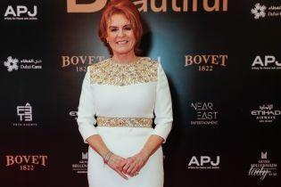 В красивій білій сукні: Сара Йоркська вразила розкішним образом