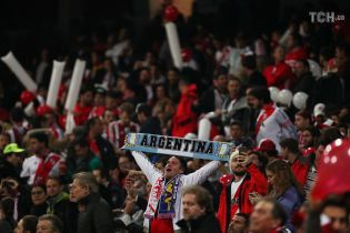 Тисячі фанатів звільнилися з роботи, щоб поїхати до Мадрида на фінал Кубка Лібертадорес