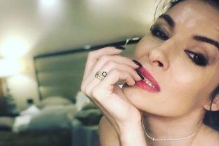 В нижнем белье и с насыщенным макияжем: Надя Мейхер поделилась откровенным селфи