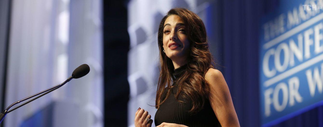 Амаль Клуни призналась, что стала жертвой домогательств на работе