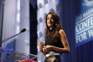 Амаль Клуні зізналася, що стала жертвою домагань на роботі