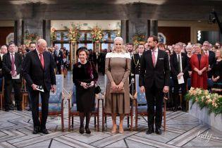Обе хороши собой: королева Соня и кронпринцесса Метте-Марит на торжественной церемонии