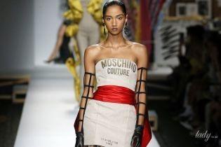 Изысканные силуэты и колготки со штриховкой: коллекция Moschino сезона весна-лето 2019