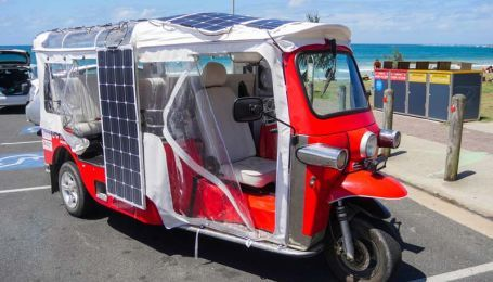 В Австралии создали электромороллер на солнечных батареях