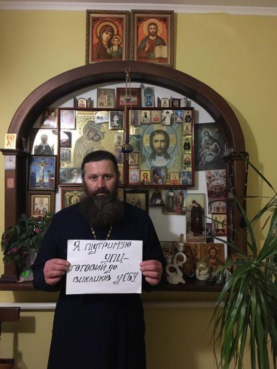 "До бази ""Миротворця"" потрапили священики УПЦМП"