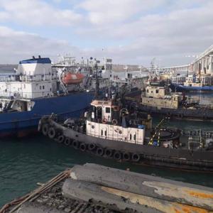 Владельцы судов, которые блокировали украинские корабли под Керчью, ведут бизнес в Украине - СМИ