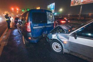 Масштабна ДТП у Києві: п'яний водій на ВАЗ потрощив автомобілі на світлофорі