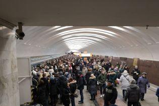 Тисняви та черги на вхід до підземки: у московському метро сталися збої одразу на двох гілках