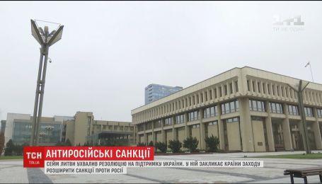 Парламент Литви закликає розширити санкції проти Росії