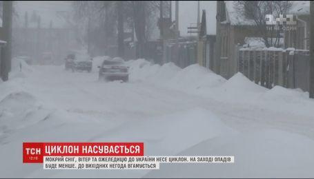 Гідрометцентр анонсує другий рівень небезпеки на українських дорогах