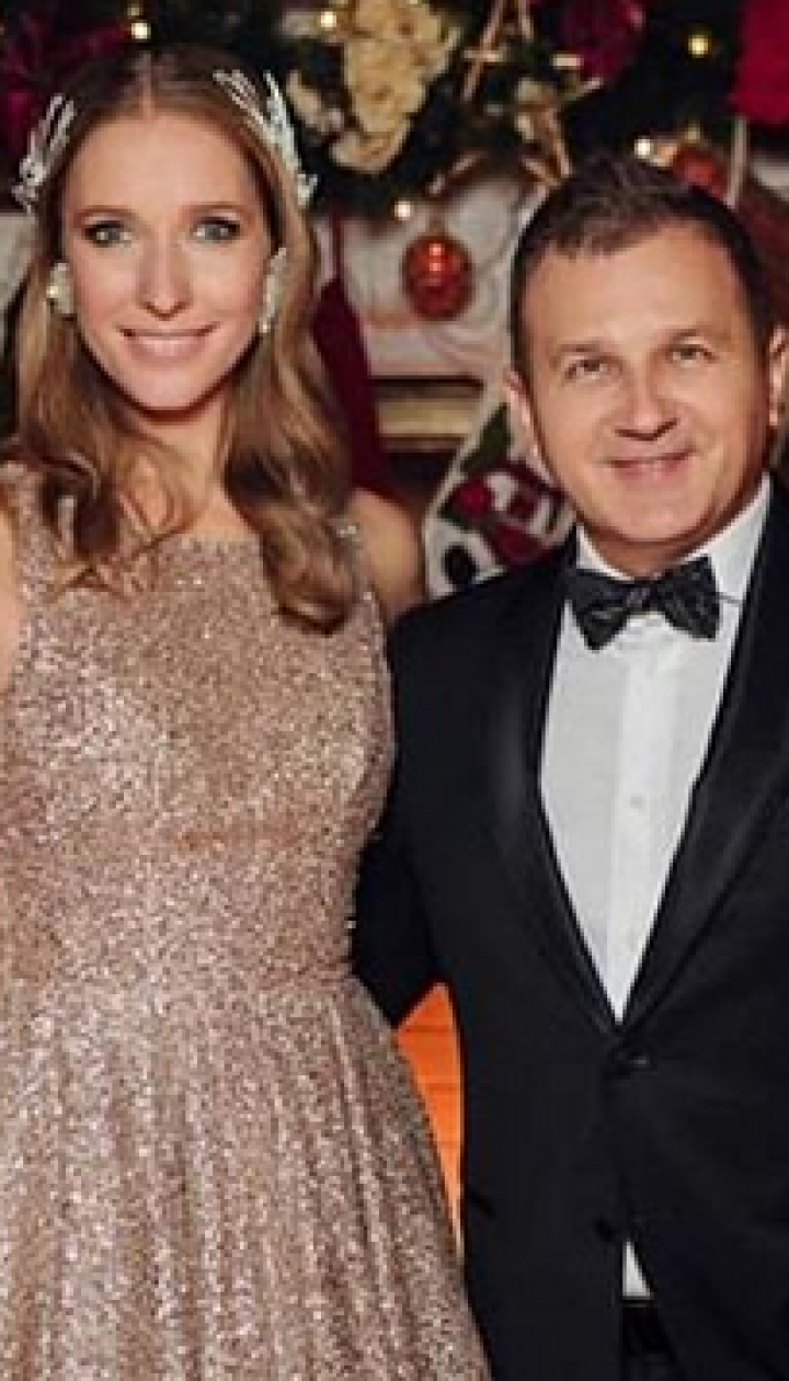 В блестящем платье и с мужем: Катя Осадчая показала новогодний снимок