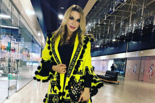 В ярком полупальто с вышивкой: Ольга Сумская похвасталась нарядом от украинского дизайнера