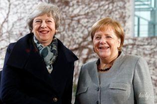 Тереза Мэй приехала на встречу к Меркель в любимых красных туфлях