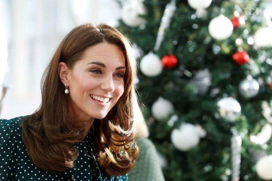 Принц Вільям та Кейт у сукні з улюбленим принтом завітали до дитячого госпіталю