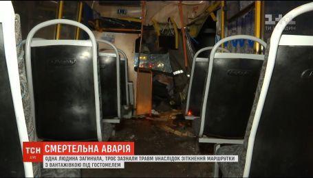 Одна людина загинула унаслідок зіткнення маршрутки з вантажівкою під Києвом