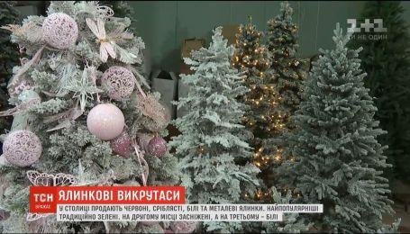 В мире начался тренд на необычные цвета новогодних деревьев