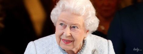 Идеальна даже в объективах папарацци: королева Елизавета II на улицах Лондона