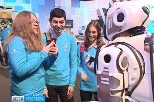 """На форуме Путина показали """"самого современного робота"""". Им оказался переодетый человек"""