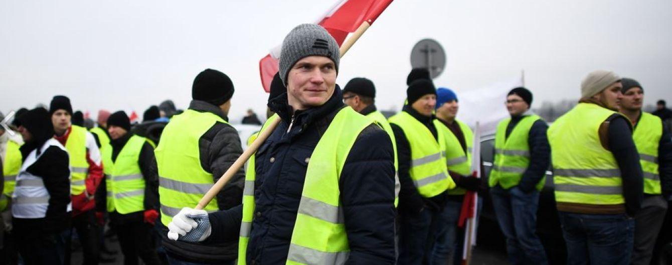 """Новая волна протестов: в Париже задержали 24 участника акции """"желтых жилетов"""""""
