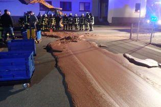 У Німеччині на дорозі луснула цистерна з шоколадом