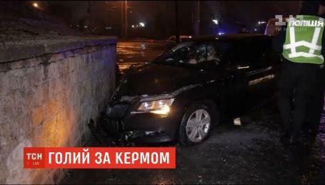 Голий росіянин за кермом іномарки втікав від поліції у Дніпрі