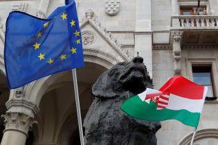 Венгрия жалуется на экономические убытки из-за санкций против РФ, но обещает поддержать их продление