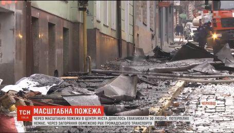 Величезні затори виникли у Чернівцях через пожежу у центрі міста