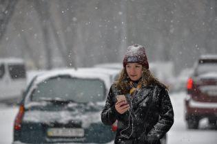 Пастки негоди на трасах і погрози штрафів у містах: Україна зустріла перший потужний снігопад сезону