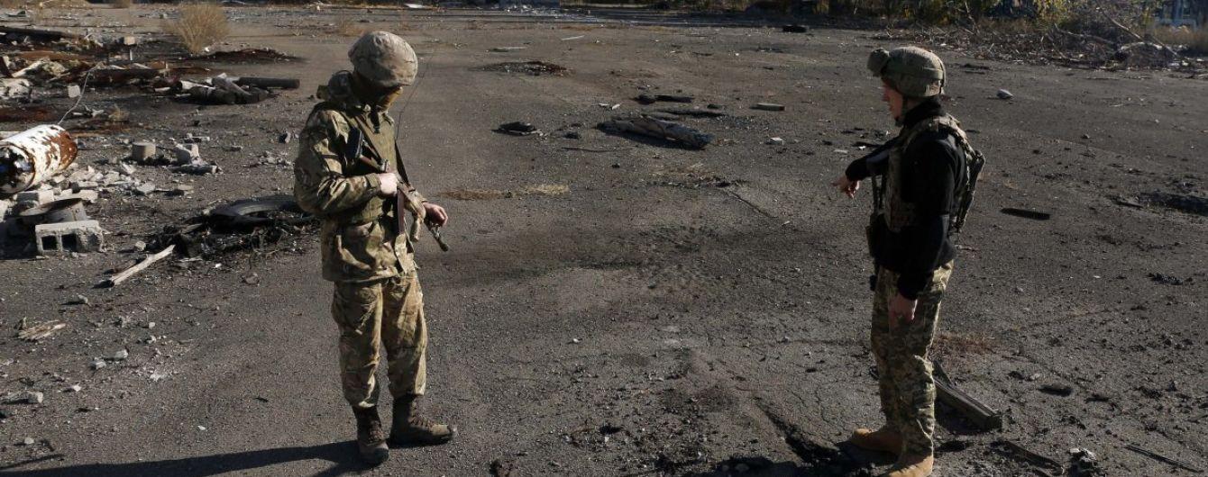 """В последний день перед """"новогодним перемирием"""" на Донбассе боевики ранили украинского военного"""